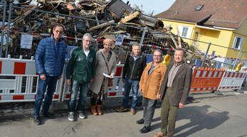 Spendenübergabe an Sandra Grün mit Roland Neukamm (links neben ihr), Helmut Grün (rechts neben ihr), Hans-Jörg Decker (v.r.), Jörg Armbruster und Manfred Hohmann.