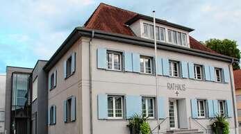 Die Renchener Stadtverwaltung – hier symbolisch das Rathaus – stellt sich vorerst auf eine weitere Durststrecke für den Finanzhaushalt ein.