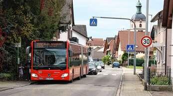 Einen zweiten Fußgängerüberweg wird es in der Obersasbacher Straße in Sasbach nicht geben, Schüler können vor der Schule die Straße queren. Die bestehende Temporeduzierung auf 30 Stundenkilometer wird über den Turenneweg hinaus verlängert.