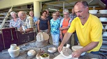 Wie wird aus Ton eine Tasse, ein Teller oder eine Schüssel? OT-Leser können das am 29. Oktober in der Zeller Keramil live miterleben.
