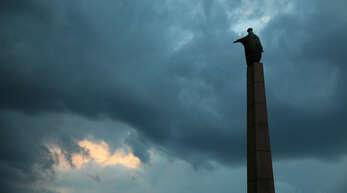 Die einprägsame Statue der Offenburger Stadtheiligen, 1961 gestiftet von Senator Franz Burda, grüßt am Stadteingang. Am Donnerstag wird der Gedenktag der heiligen Ursula mit einem Gebet um 18 Uhr an der Ursulasäule gefeiert, anschließend findet ein Gottesdienst in der Kreuzkirche statt.