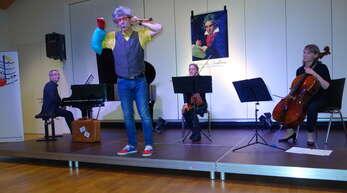 Zäzilie Zeitgeist, Anton Andante und ein Trio spielten am Sonntag im Haus der Musik ein Familienkonzert vor vollem Haus.