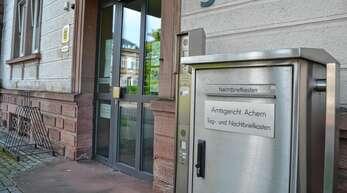 Einem 35-Jährigen wurden vor dem Amtsgericht Achern ein Angriff auf Vollstreckungsbeamte vorgeworfen.