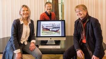 Susann Kürger (von links) und Bernd Neff arbeiteten den grafischen Entwurf zur Gestaltung der Hochwasserschutzmauer aus. Andreas Morgenstern leitet das Projekt.