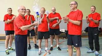"""Die """"Freitagsturner"""" des Turnvereins Wolfach verabschiedeten Fritz Tappert nach 57 Jahren seine Tätigkeit als Übungsleiter in den Reihen des Vereins endgültig beendet."""