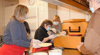 Der Caritasverband Kinzigtal sammelte mit seinen Benefizessen in Wolfach und Haslach im Rahmen der Woche der Armut insgesamt 2300 Euro an Spenden ein.