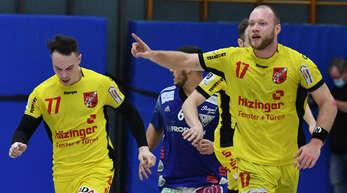 Willstätts Linkshänder Felix Krüger (r.) und der Halblinke Jan-Philipp Valda freuen sich über einen Treffer.