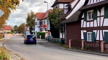 Auf der östlichen Seite der Freiburger Straße (rechts) soll ein Radschutzstreifen angebracht werden.