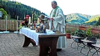 Pfarrer Jürgen Grabetz hielt erstmals den Wendelsgottesdienst vor dem Osterbacher Käppele.