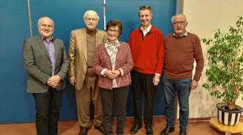 Ehrungen beim Heimat- und Verkehrsverein Seebach, von links Vorsitzender Reinhard Schmälzle, Udo Orlemann, Elisabeth Kern, Wendelin Schneider und der Ehrenvorsitzende Gerhard Bär.