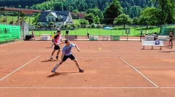 Der Tennisclub Wolfach plant, seine Tennisplätze zu sanieren und auf Platz drei ein Tenniszelt aufzustellen. Insgesamt sind für die Arbeiten Investitionen von rund 175.000 Euro veranschlagt.