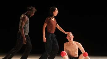 Die Poesie des Tanzes führte die Company Of Curious Nature in der Oberrheinhalle vor.