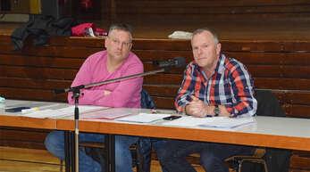 Jörg Barth und Rolf Stiewe (von links) informierten über den Stand der Schwimmbadsanierung.