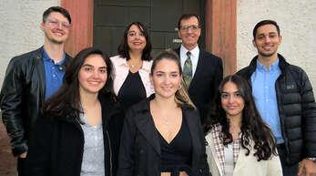 Familie Monninger: von links die Kinder Simeon, Miriam, Susanne, Tabea und Thomas. Hinten Bianca und Reinhard Monninger.