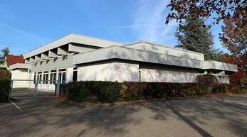 """Für den Neubau muss das Gemeindezentrum der Pfarrei Hl. Dreifaltigkeit neben dem Waldbach-Kindergarten in der Straße """"Am Feuerbach"""" abgerissen werden."""