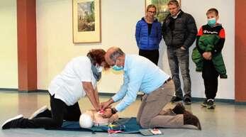 DRK-Kreisausbildungsleiterin Jutta Eisenblätter leitete die Schulung in Bollenbach.