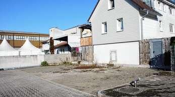 Im 2007 gebauten Feuerwehrhaus stößt die Feuerwehr platzmäßig an ihre Grenzen. Der Bau einer kleinen Lagerhalle im Bereich des Feuerwehrhofs ist daher ihr Wunsch.