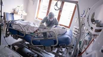 Am Montag zählte man in Südwest-Kliniken 199 Corona-Patienten auf Intensivstationen – das sind elf mehr als am Vortag.