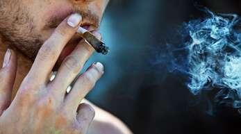 Bei Heranwachsenden wird der Konsum von Cannabis schnell zur Regel.