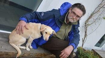 Kai-Uwe Dietter lebte lange Zeit mit Hündin Aischa krank auf der Straße. Heute fühlt er sich in der Offenburger »Pflasterstube« gut aufgehoben. Dennoch: Der Krebs ist nicht geheilt.