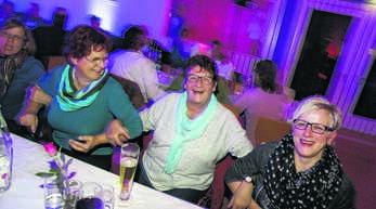 Die Zusteller der Mittelbadischen Presse Zustellservice KG erlebten in der Mehrzweckhalle Hofweier einen geselligen Abend bei gutem Essen und Musik.