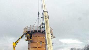 Gestern wurde der Leuchtturm bei Heiligenzell abgebaut. Zum Käufer äußert sich Roland Herzog nicht, verrät nur, dass Turm und Schiff zusammen verkauft wurden.
