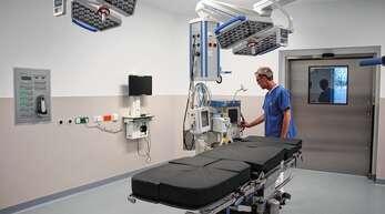 Vor einem Jahr wurde ein neuer OP-Saal im Oberkircher Krankenhaus in Betrieb genommen. Mit einer Resolution, die von der Stadt Oppenau unterstützt wird, macht sich der Förderverein des Klinikums für dessen Erhalt stark.