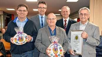 Ehrungen in der Honauer Einwohnerversammlung (von links): Josef Rudloff, Bürgermeister Michael Welsche, Christian Wiechert, Ortsvorsteher Manfred Knörle und Richard Schmidt.