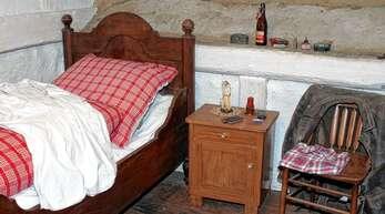 Es muss wieder neues Leben ins Museumshaus in Mösbach einziehen. Von den Bildern bis zur Wäsche in der Kommode und den Strohschuhen unter dem Bett ist im Vogt Johannes Spinner Hus alles so eingerichtet wie vor fast 200 Jahren (hier die Knechtskammer).