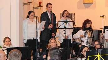 Das Zusenhofener Benefizkonzert begeisterte die Besucher: hier das Gesangstrio Nicole Schneider, Sebastian König und Corinna Schneider.