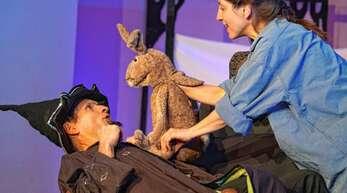 Dieser kleine Hause hat aber gar keine Angst vor Zauberer Kotzmotz: Das Theater Radelrutsch zeigte am Dienstag in der Illenau eine märchenhafte Geschichte.