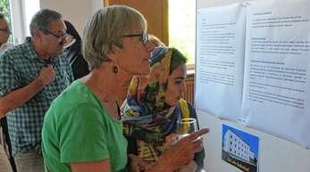 Beim »Tag der offenen Tür« im ehemaligen Kloster Heiligenzell informierte die Gemeinde über ihre Flüchtlingsarbeit. Das Interesse daran war groß.