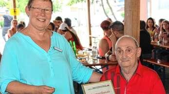 Für seine Verdienste um den Förderverein der Förderschule Ried wurde Willi Roth zum Ehrenmitglied ernannt. Vorsitzende Ursula Beer-Fritsch dankte ihm für sein Engagement.