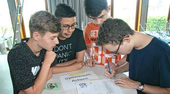 Beim Wettbewerb »Mathematik ohne Grenzen« wurde in der Mensa des Acherner Gymnasiums gerechnet und gefeiert.