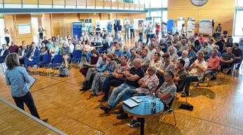 """Welche Veränderungen kommen auf das Hanauerland mit Blick auf das »Integrierte Rheinprogramm"""" (IRP) zu? Um diese Frage ging es am Donnerstag in der Stadthalle in Freistett beim vom RP Freiburg organisierten Infoabend."""