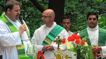 Den Gottesdienst zelebrierten Pfarrer Steffen Jelic, Diakon Thomas Schneeberger und Vikar Pater Tijo Thomas Parathottiyil.