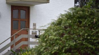 Dem Angeklagten wird vorgeworfen, seine Ex-Freundin im April im Treppenhaus ihrer Wohnung erwürgt zu haben.