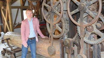 Der hauptamtliche Leiter des Stadtarchivs in Schiltach, Andreas Morgenstern, kennt sich mit den alten Handwerksarten rund um das Holz aus.