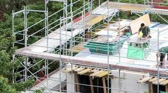 Kräftige Zuwächse gab es bei allen Gebäudearten - Einfamilienhäuser (plus 23 Prozent), Zweifamilienhäuser (plus 26,8 Prozent) und Mehrfamilienhäuser (plus 23,7 Prozent).