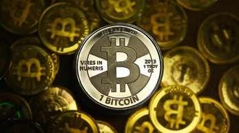 Der Kurs der Digitalwährung Bitcoin hat sich nach dem Einbruch weider gefangen.