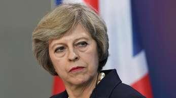 Theresa May tritt als erste europäische Regierungschefin mit dem neuen US-Präsidentrn zusammen.
