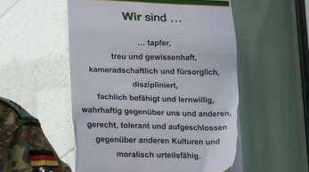Selbstverpflichtung:Vor dem Gebäude des Jägerbataillons 291 der Bundeswehr in Illkirch erklärt ein Plakat die Tugenden der Soldaten.