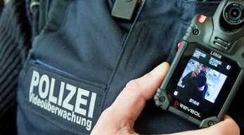 Zunächst werden Einheiten der Bundespolizei inBerlin und anschließend nach und nach bundesweit mit Bodycams ausgerüstet.