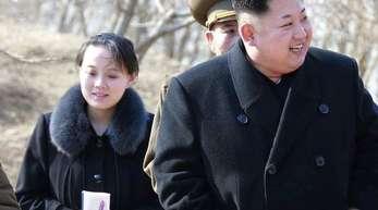 Kim Jong Un schickt seine Schwester Kim Yo Jong zu Olympia. Foto (2015): Uncredited/Korean Central News Agency/Korea News Service via AP