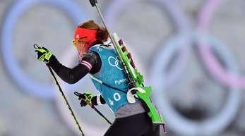 Biathletin Laura Dahlmeier geht als Favoritin in den Sprint über 7,5 Kilometer.