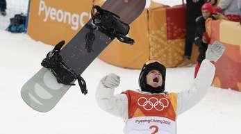 Shaun White jubelt über seinen dritten Olympiasieg.