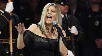 Fergie singt die US-Hymne vor dem Allstar-Spiel der US-Baseketballliga NBA.