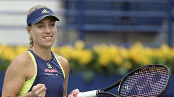 Angelique Kerber bejubelt ihren Sieg gegen Karolina Pliskova in Dubai.