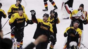 Wollen auch nach dem Halbfinalspiel gegen Kanada Grund zum Jubel haben: Deutschlands Eishockey-Herren.