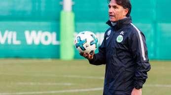 Sitzt beim Wolfsburger Gastspiel in Mainz erstmals auf der VfL-Bank: Trainer Bruno Labbadia.